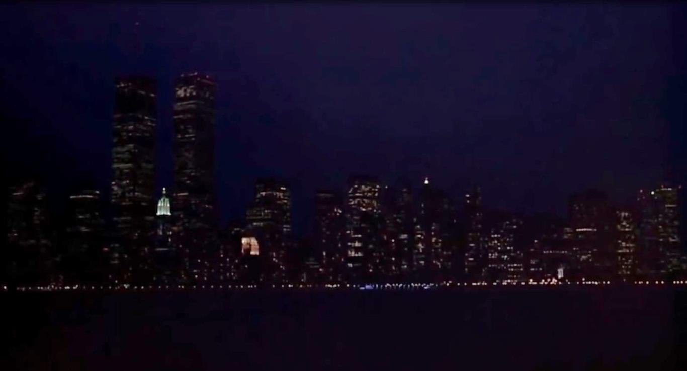 1997 - In dem Spielfilm Men in Black sind in einer nächtlichen Szene die Twin Towers zu sehen.