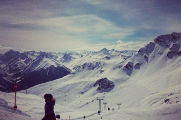 Skifahrerin auf der Piste