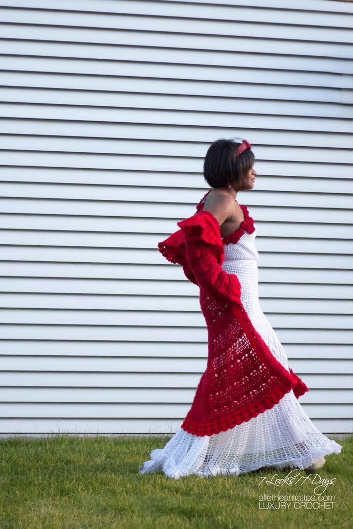 Vamos de boda con el Abrigo Rojo de crochet tejido a mano.