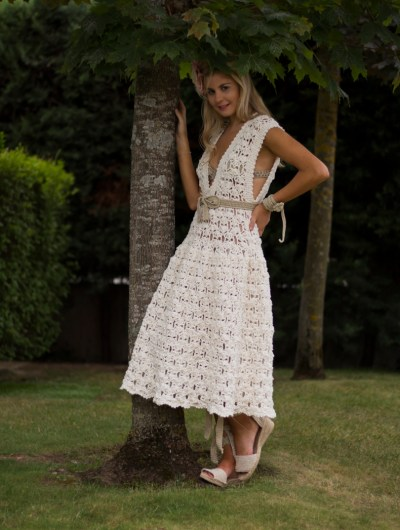 El vestido Elisa esta confeccionado a mano con una preciosa cinta de algodón y viscosa aportando curpo, ligereza y textura.