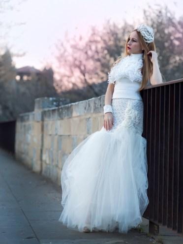 Lindo y exuberante corset de crochet estruturado, es una propuesta moderna y deslumbrante para novias con mucha actitud.