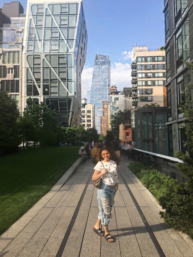 highline-new-york-alley-girl