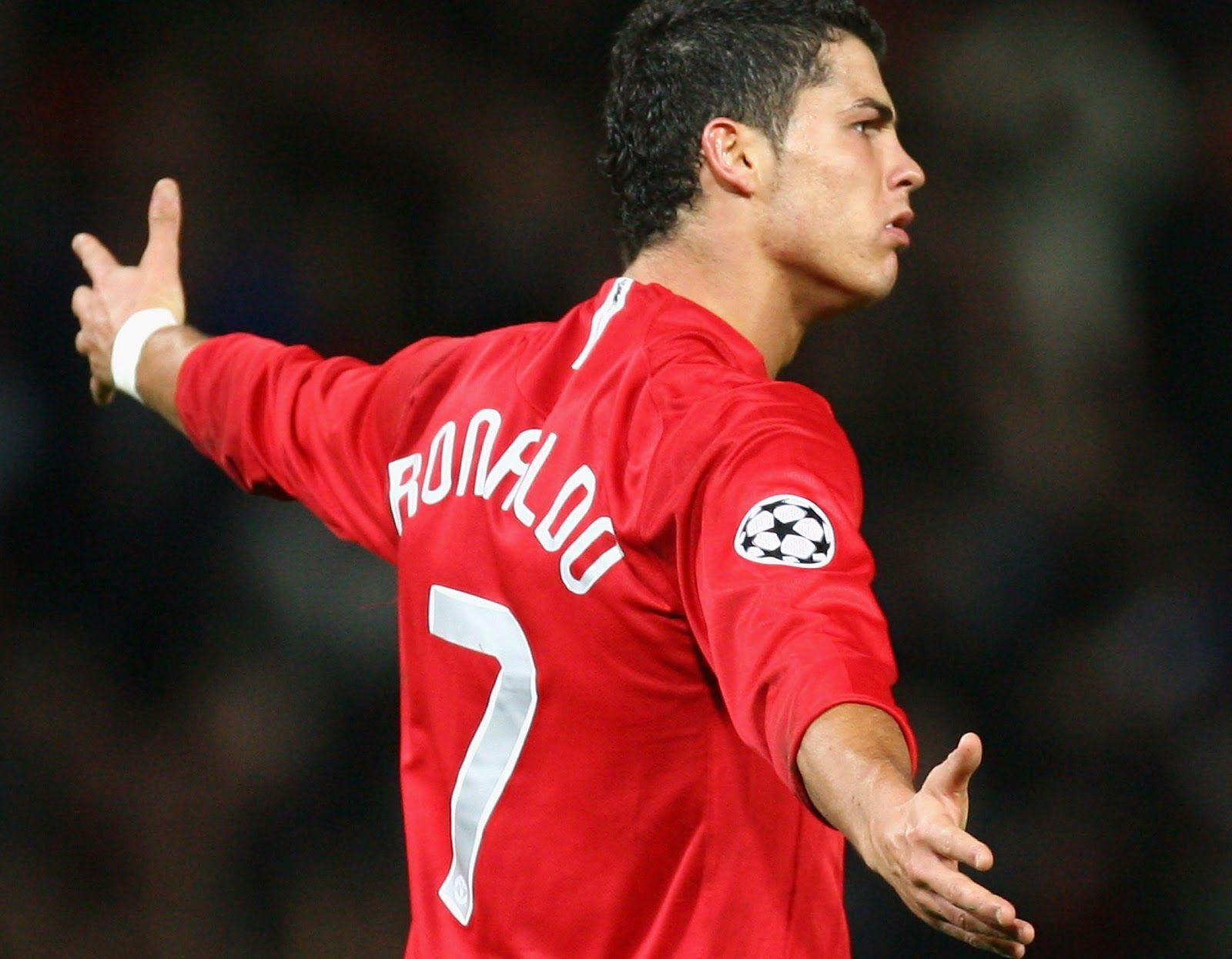 When did Ronaldo join Man U?- Finding out how much does Ronaldo make a week?