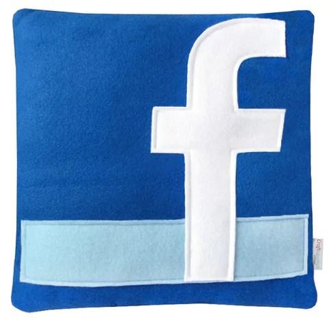 Facebook Kissen fürs Sofa