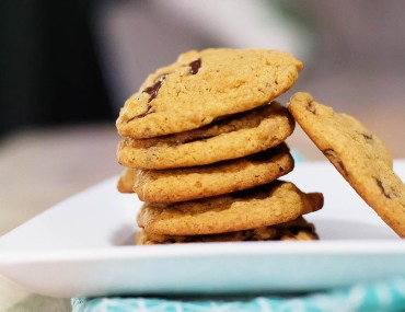 Pumpkin pancake chocolate chip cookies (made gluten free or not) so easy using pumpkin pancake mix!