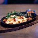 Cheesy appetizer with marinara sauce