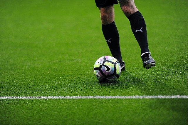 rendimiento del cesped artificial en futbol
