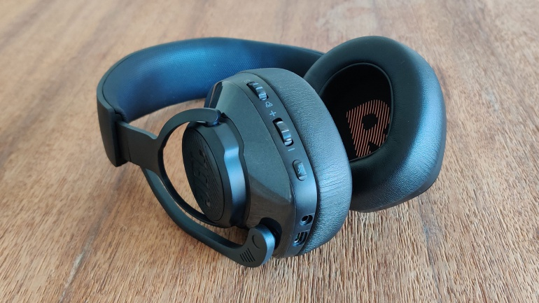 Review: JBL Quantum 400 headphones