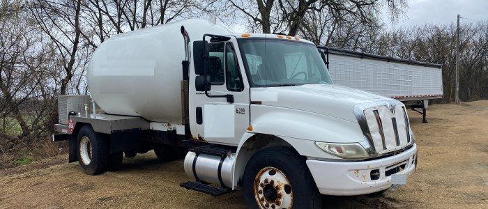 Used 3000 gal propane bobtail for sale