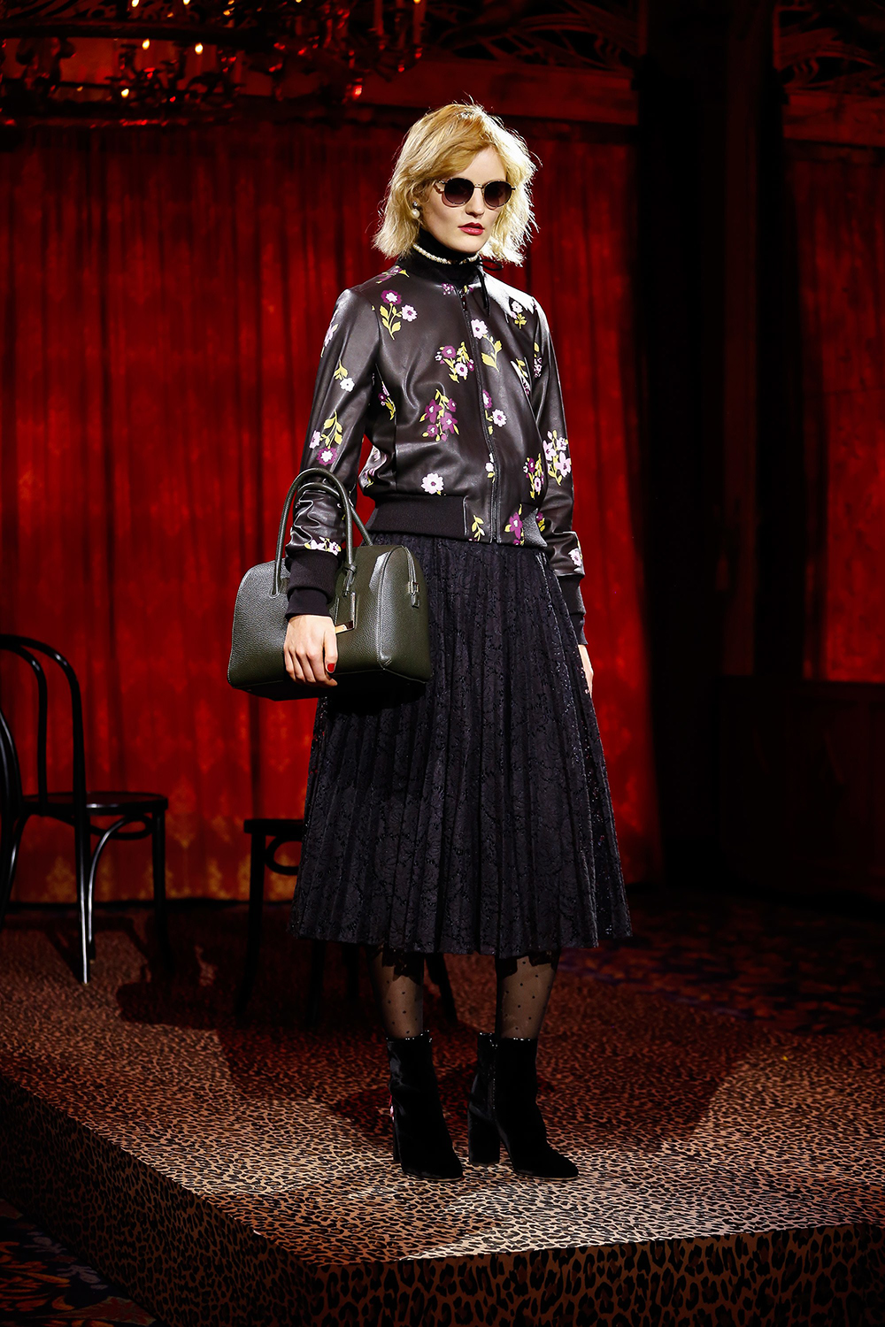Today we are looking at Kate Spade's collection for Fall 2017. With the usual aplomb of saturated primaries, quirky patterns and retro infused silhouettes