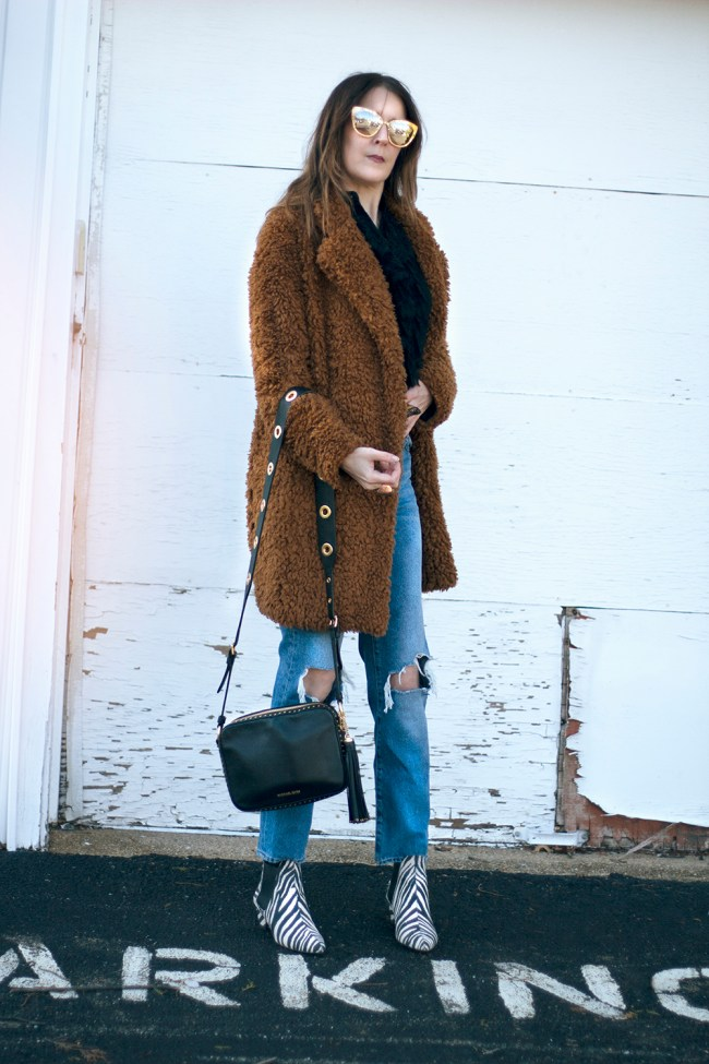 I am so in love with teddybear coats. I like how roomy they are and the non body con aesthetic.