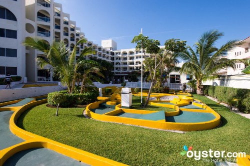 Aquamarina Beach Hotel Cancun mini-golf