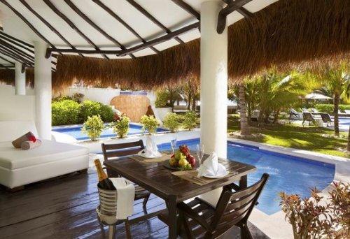 El Dorado Casitas Royale infinity swim-up casita suite