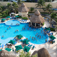 GR Solaris Cancun main pool