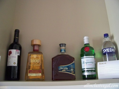 Swim-up suite in-room liquor
