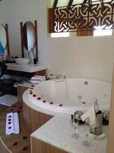 El Dorado Maroma Overwater palafitos bathroom