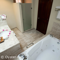 Grand Palladium Riviera Jr. Suite bathroom