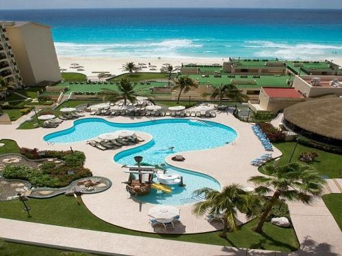 Emporio Hotel and Suites Cancun kids waterpark pool area