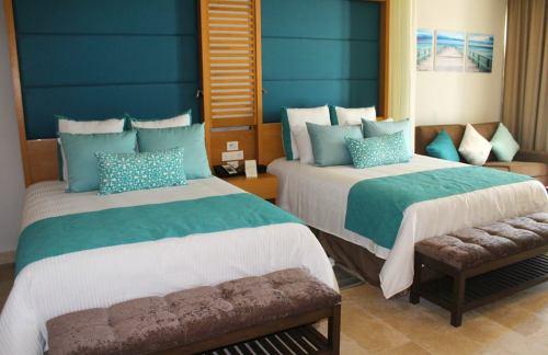 Dreams Playa Mujeres guest room decor