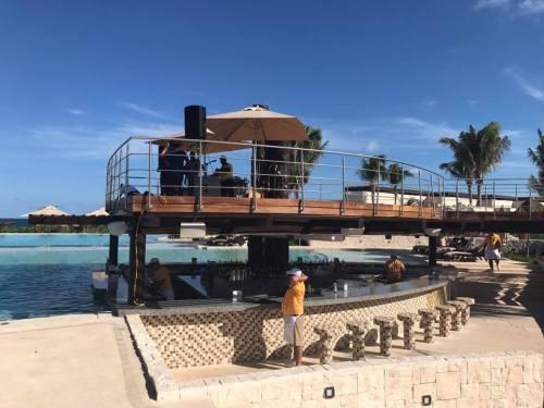 Dreams Playa Mujeres pool bar