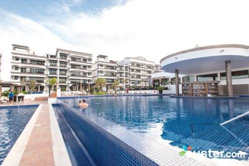 Grand Residences Riviera Cancun pool