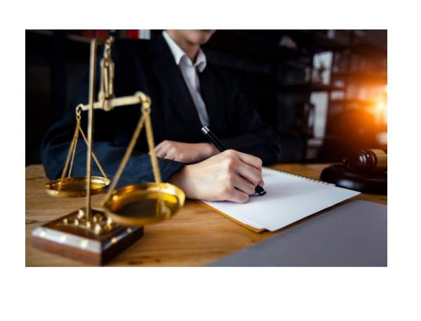 Lawyer vs Attorney – The Difference You Must Know