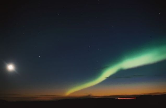 689px-Moon_and_Aurora