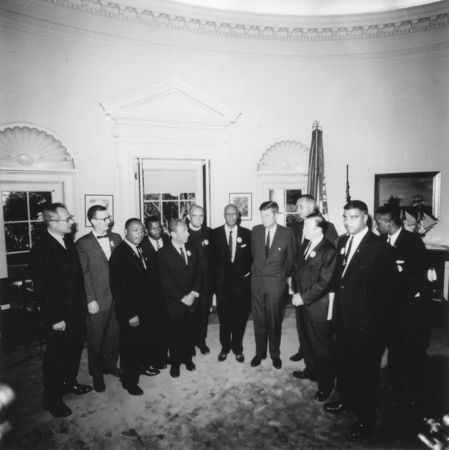 449px-Photograph_of_Meeting_with_Leaders_of_the_March_on_Washington_August_28,_1963_-_NARA_-_194276