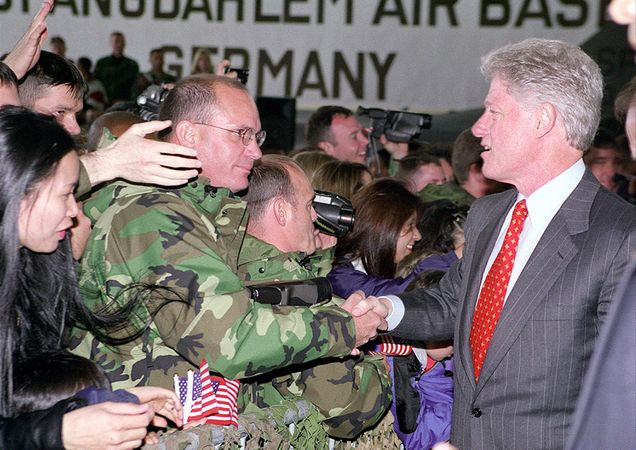 636px-President_Clinton_greets_the_crowd_at_Spangdahlem_Air_Base