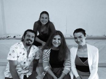 """Από αριστερά: Θοδωρής Τσουανάτος, Ζωρζίνα Τζουμάκα, Βίκυ Μιχαλοπούλου και από """"πάνω"""" τους η Καλλιόπη Μανδρέκα..."""
