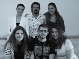 ...και τέλος...κάτω σειρά: Ο Γιώργος Αγγελίδης εν μέσω Ζωρζίνα Τζουμάκα και Λίλας Παπαπάσχου και πάνω σειρά:...η Βίκυ Μιχαλοπούλου και η Καλλιόπη Μανδρέκα αγκαλιά με τον Θοδωρή Τσουανάτο...