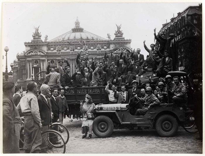 Prisonniers rapatriés, place de l'opéra©Musée Carnavalet- Parisienne de la photographie