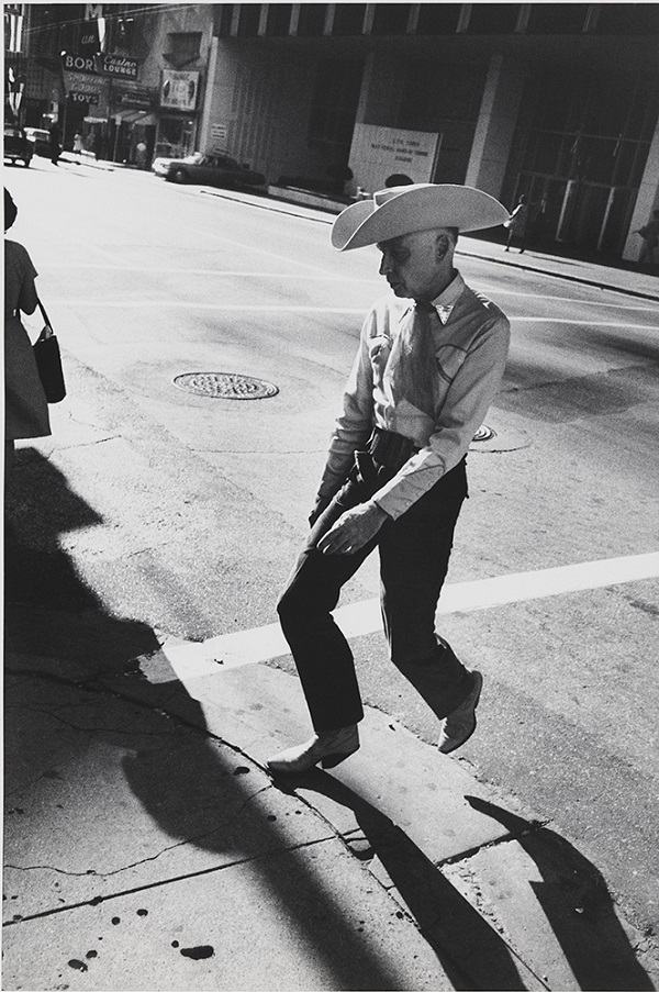 Garry Winogrand Dallas, 1964 © The Estate of Garry Winogrand, courtesy Fraenkel Gallery, San Francisco