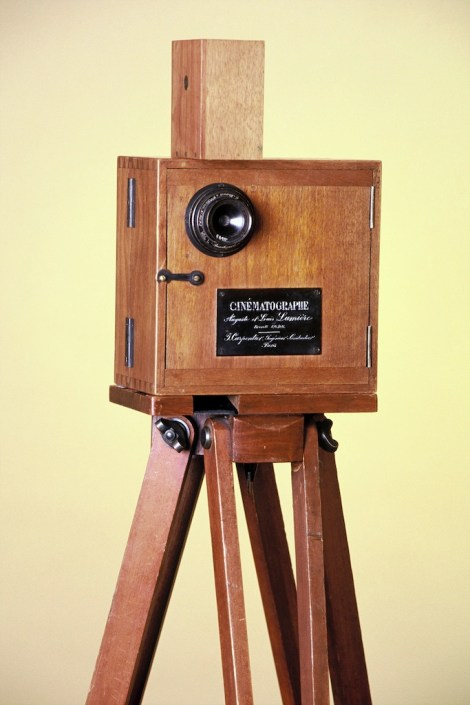Le Cinématographe- Type Lumière équipé pour la prise de vue, vers 1896 © Institut Lumière - 2015