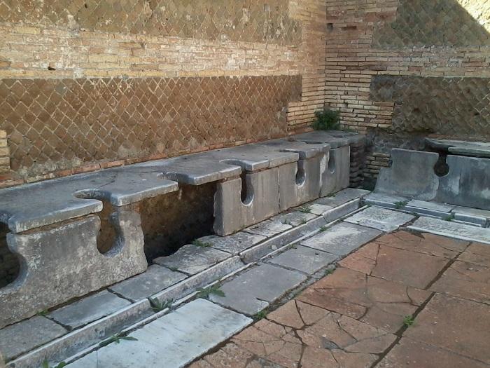 18.OSTIA ANTICA latrines