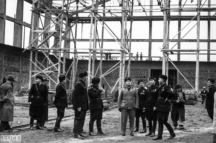 Mussolini durante la costruzione di Cinecittà ®fondo di Luigi Freddi