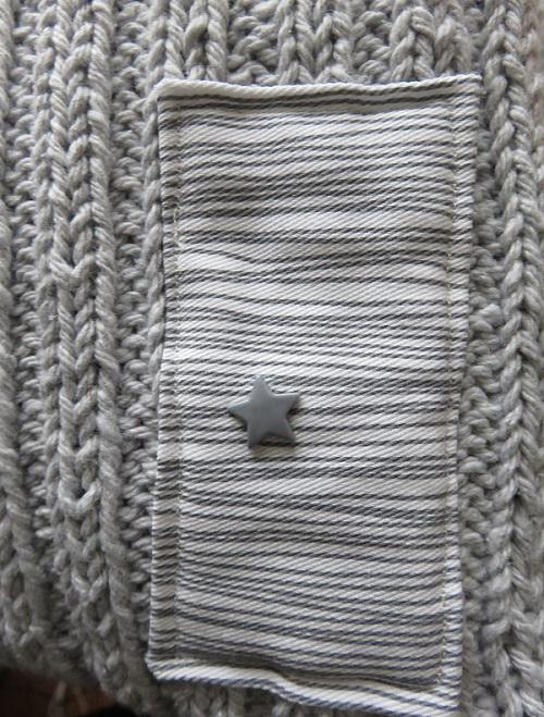 11.Le coussin gris & menthe à l'eau