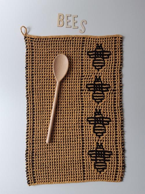 3. serviette motifs abeilles tricot mosaique