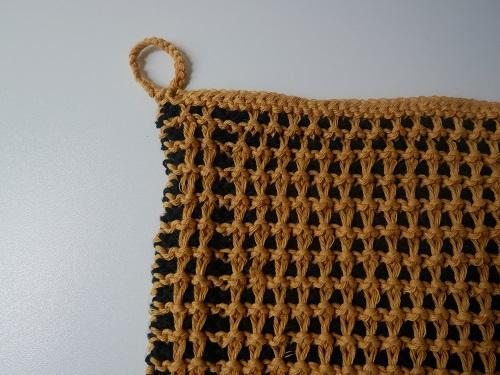 5. serviette motifs abeilles tricot mosaique