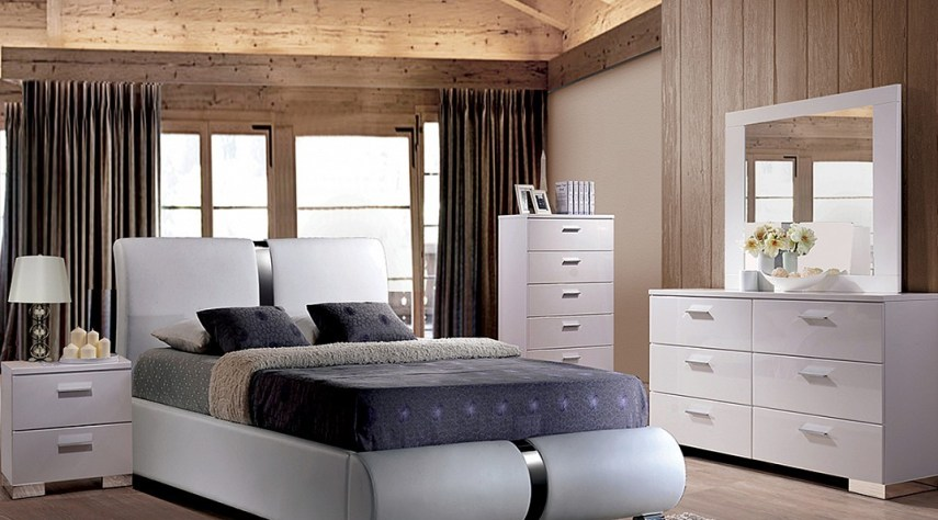 Contemporary Style Upholstered Bed in a White Pu Fabric Bedroom     Contemporary Style Upholstered Bed in a White Pu Fabric Bedroom
