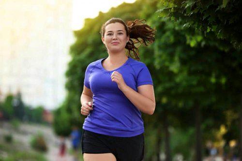 امرأة تركض