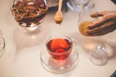 خل التفاح مع العسل والشاي