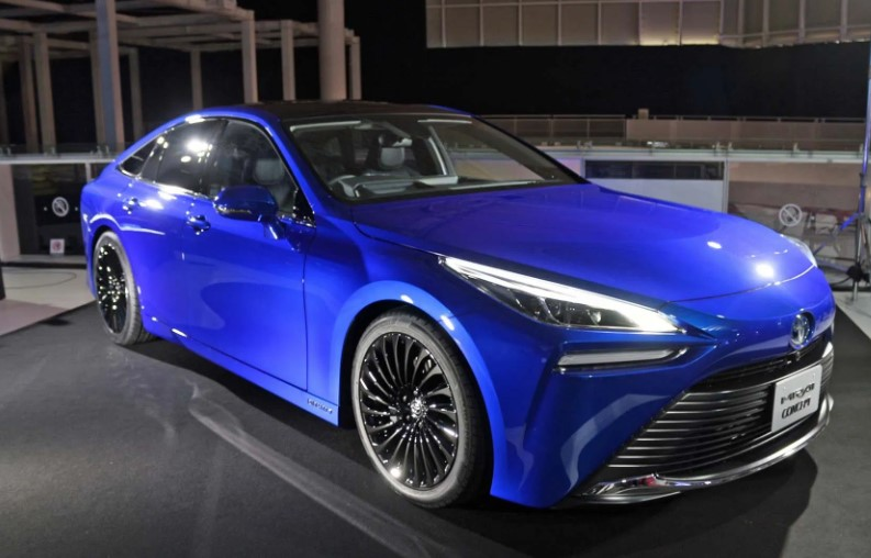 2022 Toyota Mirai view from the left side