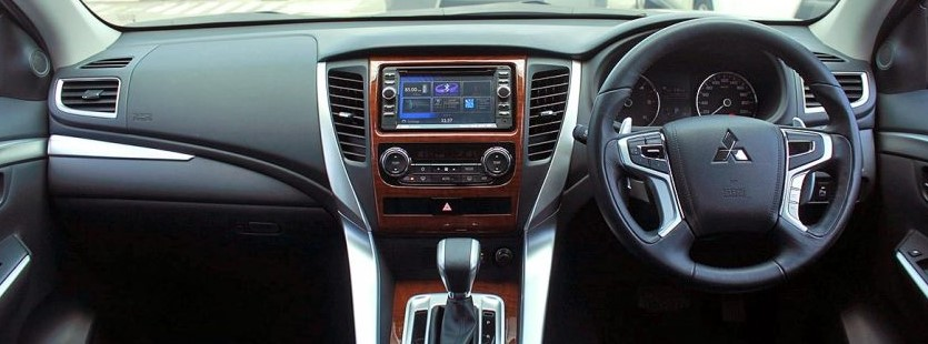 2021 Mitsubishi Pajero Hybrid have more control features on Dashboard