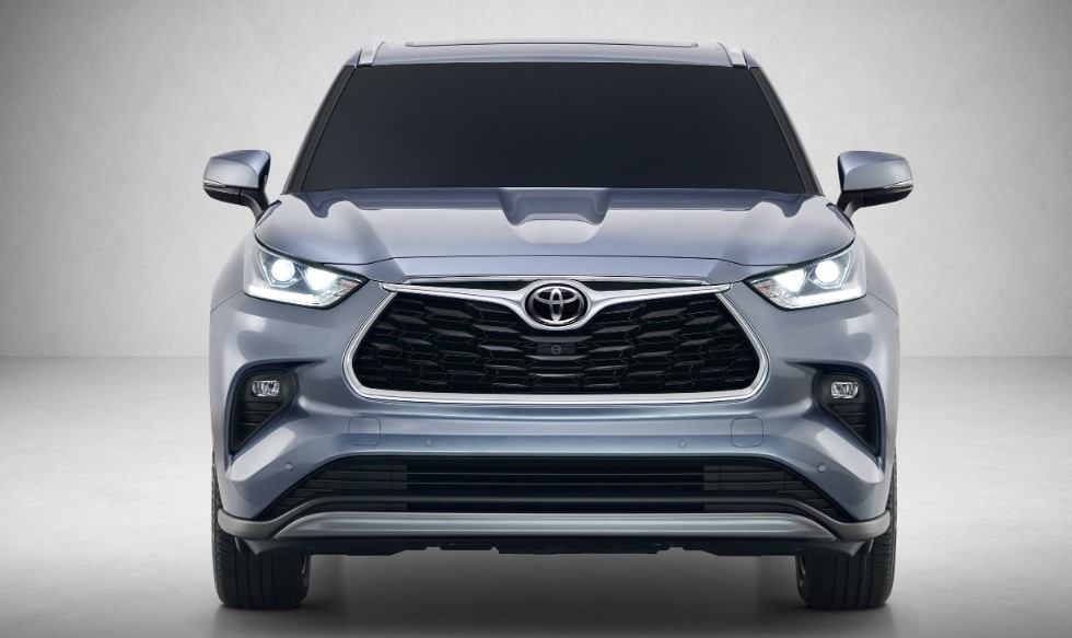 2021 Toyota Kluger front view