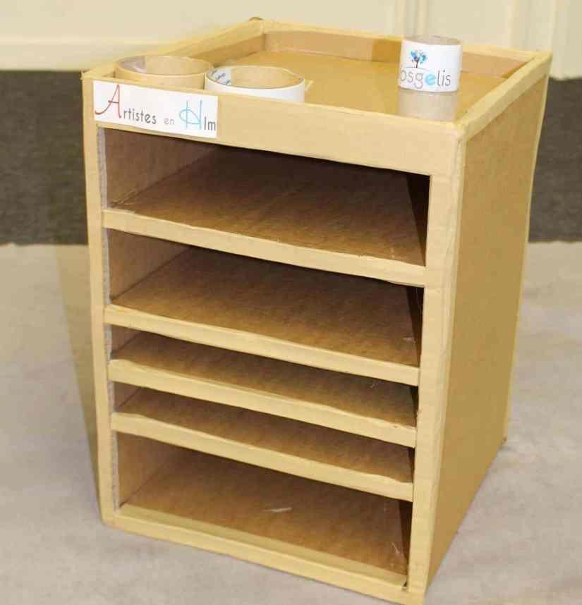 Meuble de bureau en carton