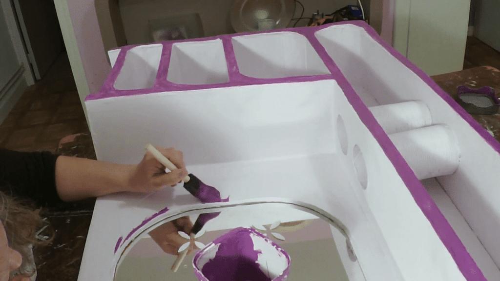Finition sur un meuble en carton- matériel meuble en carton