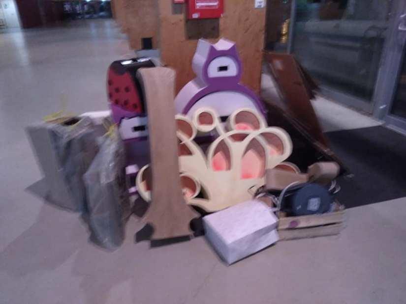 Lors d'un déménagement, les meubles en carton, sont bien faciles à transporter, parce qu'ils sont légers.