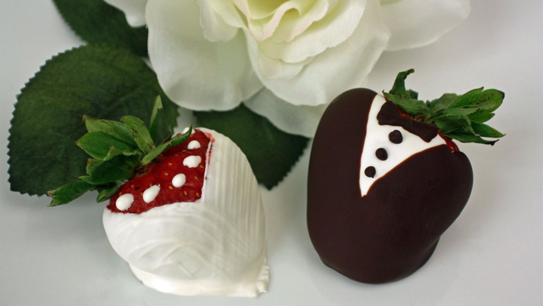 Tuxedo & Lace Chocolate-Covered Strawberries