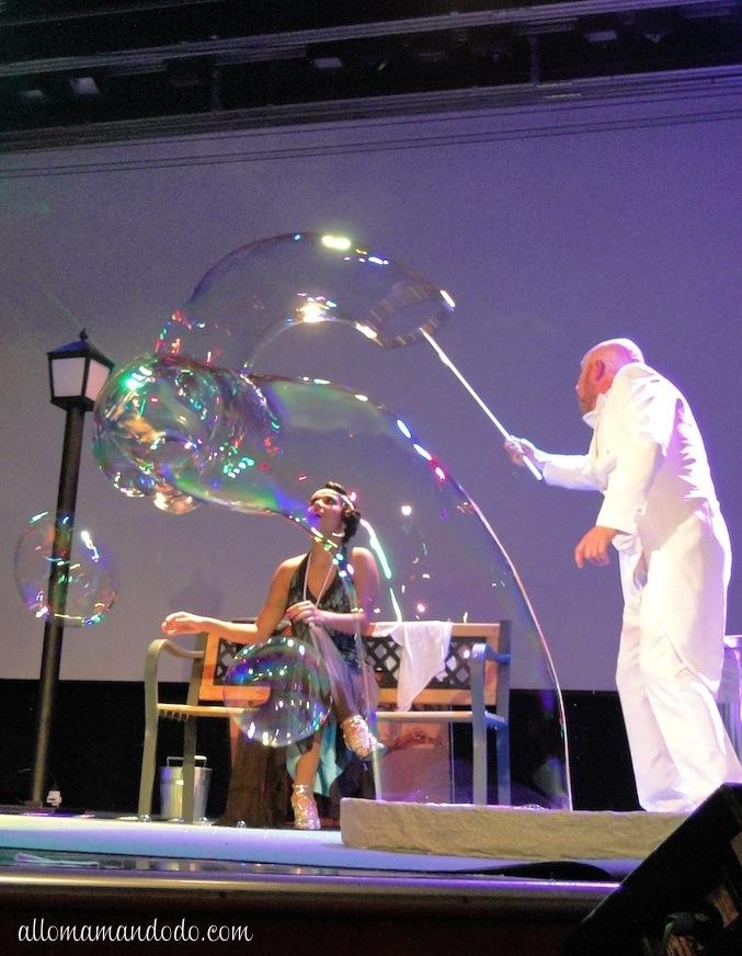 Nous avons eu le droit, chaque soir, à un spectacle original par des professionnels de la danse, du chant, de l'illusion, du jonglage ou de la magie...